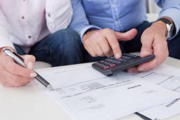 Изображение - Как вернуть страховку по кредиту втб 24 Close-up-of-couple-doing-finances-at-home-360x240
